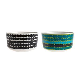 The Siirtolapuutarha medium bowl, part of the In Good Company series from Marimekko, is designed by Sami Ruotsalainen with tow different décor by Maija Louekari. The series contains cups, bowls, plates and teapots in stylish, timeless design. Oiva is the name of the original model without décor.