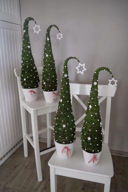 Pas d'espace ou pas envie d'un sapin de Noël grandeur nature ? Pas de soucis ... Voici 10 idées pour faire des mini-sapins de Noël amusants! - DIY Idees Creatives