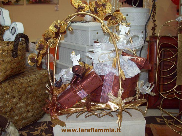 Packaging design for Sweets and luxury foods:chocolate, champagne and Italian panettone.  Studio delle linee colore e tema, allestimento vetrine, organizzazione eventi. www.laraflammia.it  Per info laraflammia@gmail.com