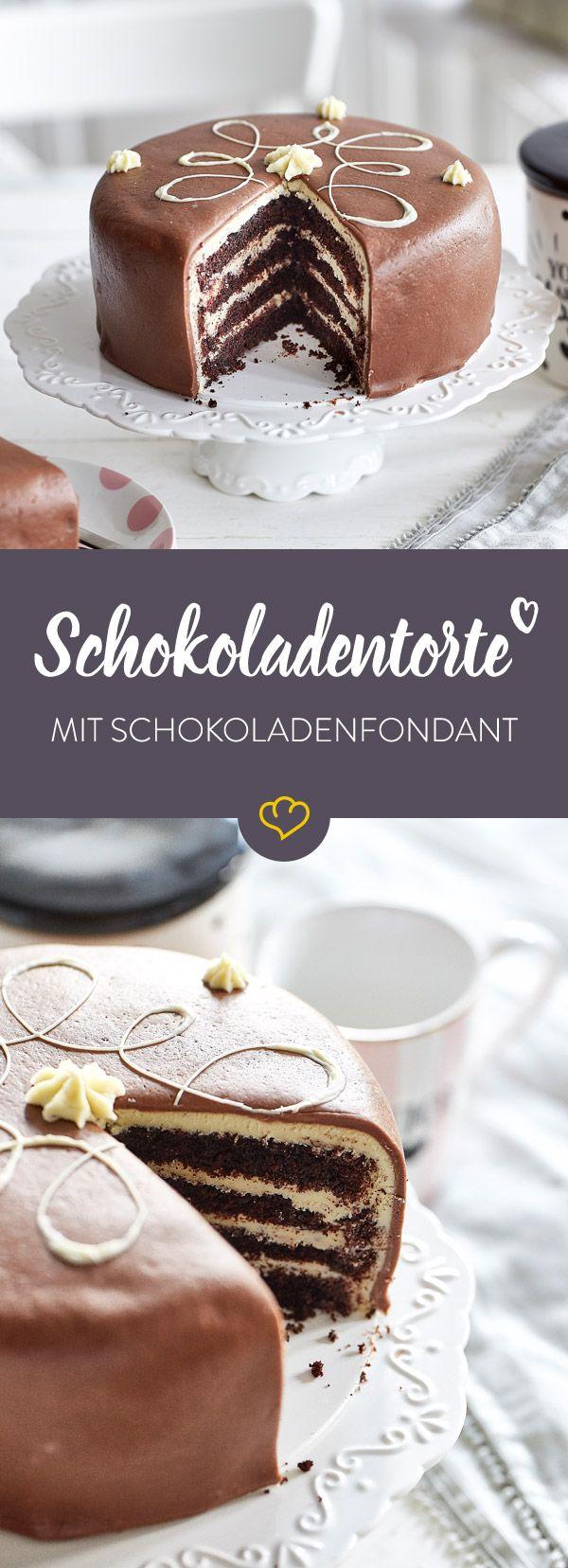Schokofans aufgepasst: An dieser Torte mit weißer Ganache, Schoko Velvet Cake und Schokoladenfondant führt kein Weg vorbei!