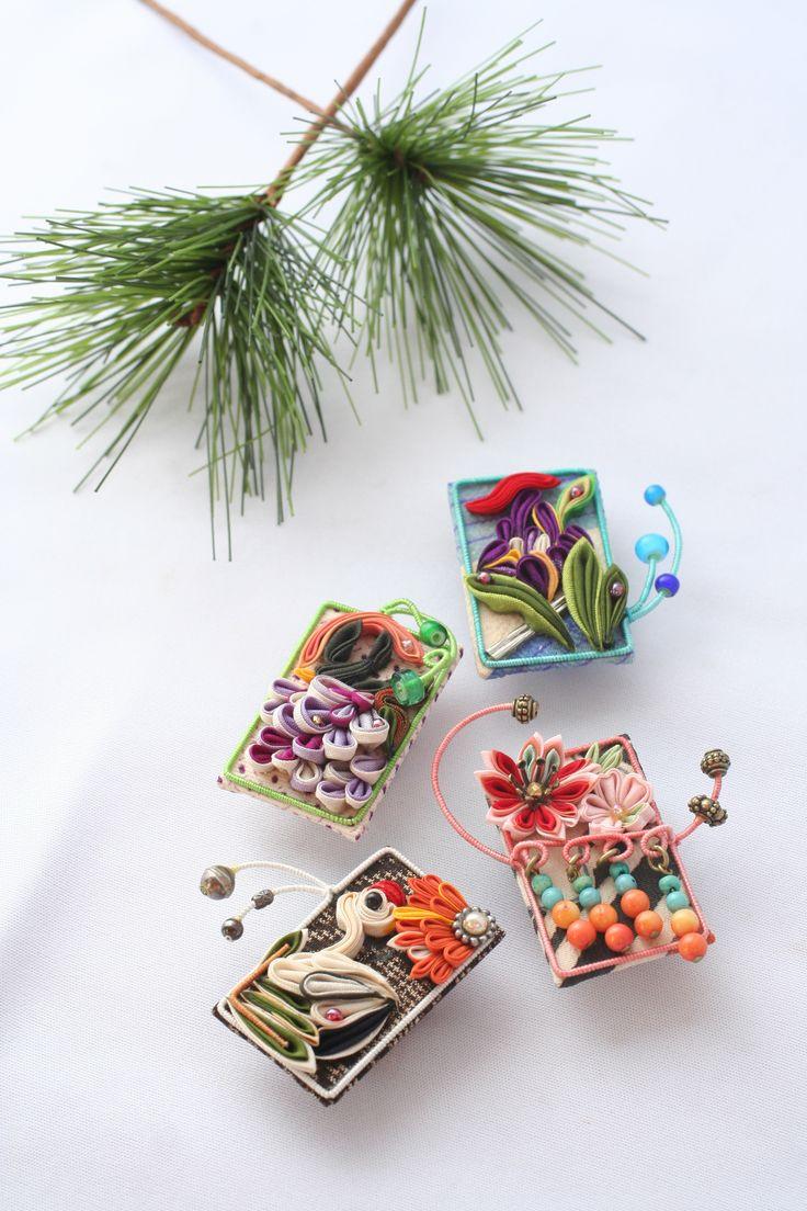 つまみ細工「花札」 This is a Japanese traditional crafts that use the silk, is a hair ornament was designed flowers. ●silkartHIMEKO facebookpage https://ja-jp.facebook.com/himekosilkart ●silkart HIMEKO URL http://www.himeko-silkart.com/ #tsumami #japan #handmade #art #craft #pretty #cute #hairaccessories #DIY #flowers #silk #kanzashi
