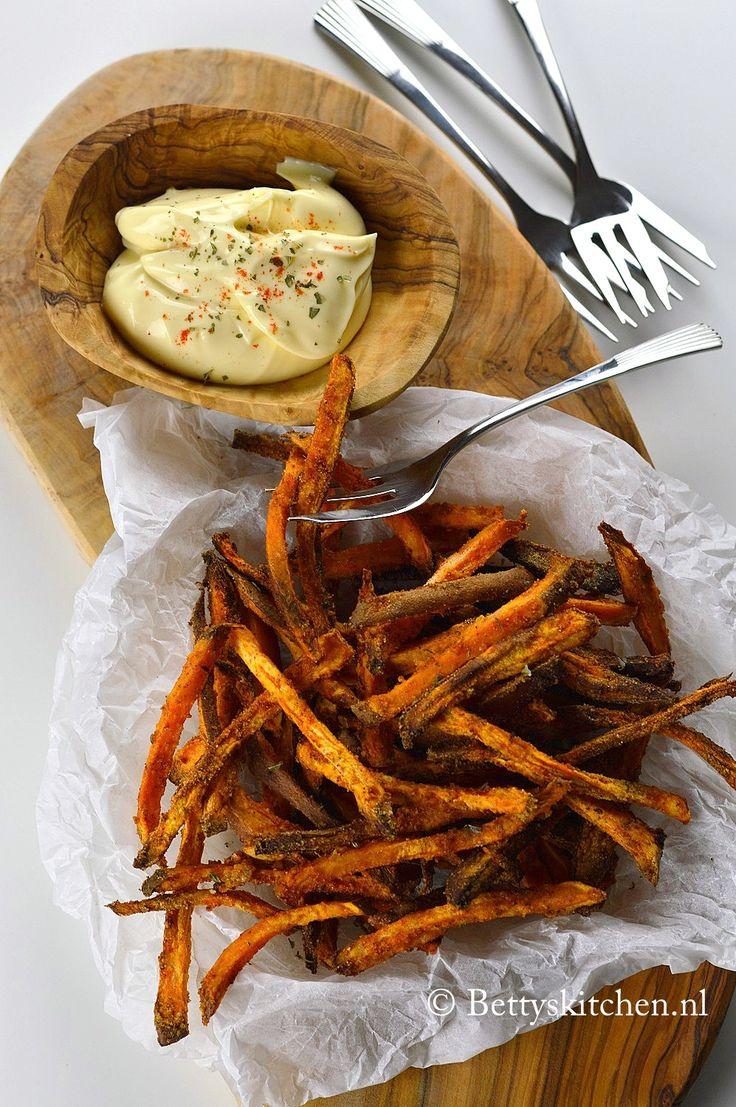 Hoe bak je de perfecte zoete aardappel friet uit de oven?Met dit overheerlijke recept maak je zelf eenvoudig de lekkerste zoete aardappel friet uit de oven!