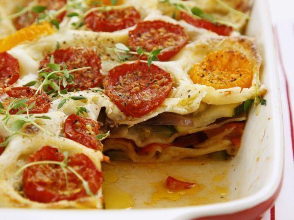 Gemüse-Lasagne mit Tomaten, Paprika und Zucchini