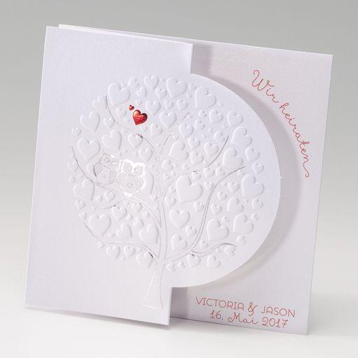 Einladungskarte, Ziehharmonika-Karte in 'weiß' mit geprägten Herzen 'Baum' und Lasercut 'Halbkreis'.