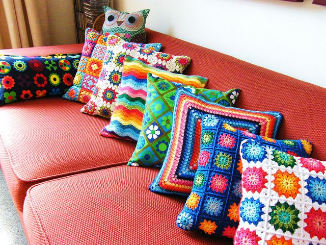 Our red couch NEEDS some of these.: Pillows Covers, Crochet Ideas, Cushions Covers, Granny Squares, Crochet Throw, Throw Pillows, Crochet Pillows, Crochet Cushions, Gag Gifts