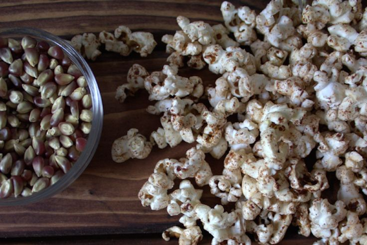 Made with a dash of butter, topped with cinnamon sugar, or mixed into a sweet and salty combo... #recipes #healthy #popcorn http://greatist.com/eat/healthy-popcorn-recipes