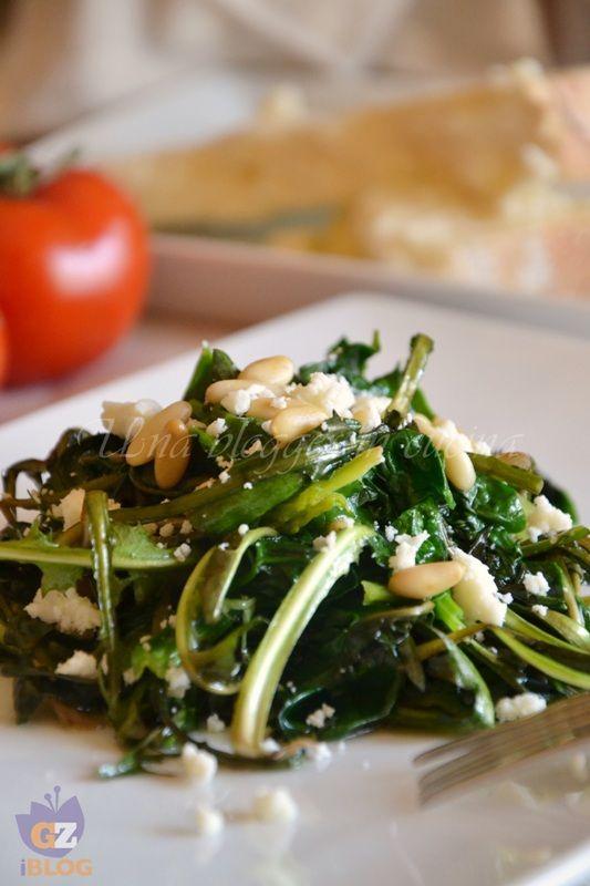Tarassaco e spinaci con pinoli e Castelmagno