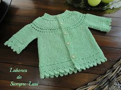 Jersey bebé en color verde agua con puntilla en el borde y en las mangas ,éstas semi-largas;canesú redondo con punto calado .Talla de pr...