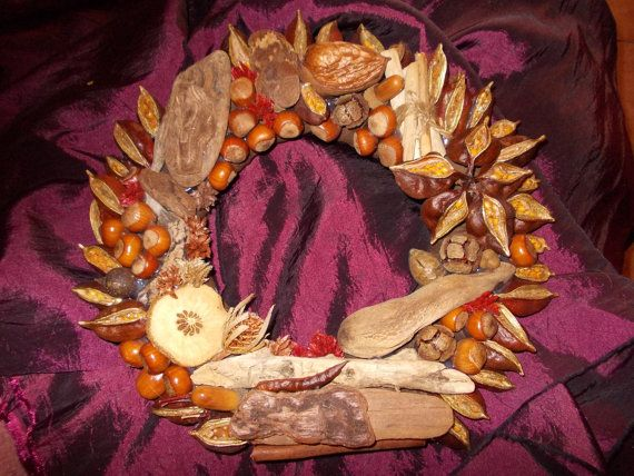 Driftwood and natural materials wreath by TzoFeltGood on Etsy, €50.00