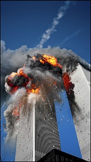 Fotograaf Lyle Owerko's fotografeert het historische moment van 9/11 wat veel effecten heeft gehad op alle politieke situaties in de westerse landen.