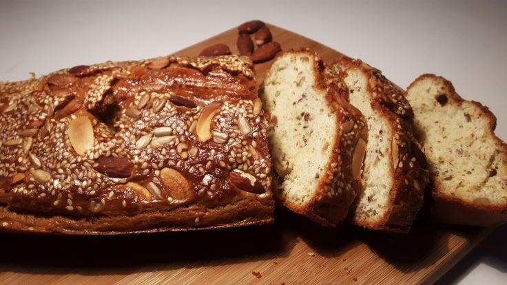 Koolhydraatarm notenbrood zonder meel, maar met ingrediënten die je (waarschijnlijk) gewoon al in huis hebt. Hoe fijn is dat?! Het recept vind je hier.