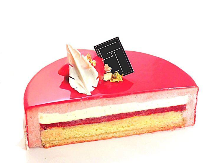 Composition Streusel amande Biscuit amande Confit de fraise/framboise/citron Crème vanille Mousse fraiseBon à savoir  Les quantités de cette recette sont valab