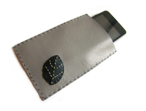 Grey iPhone Case with one Black Leaf on Etsy, €10.00