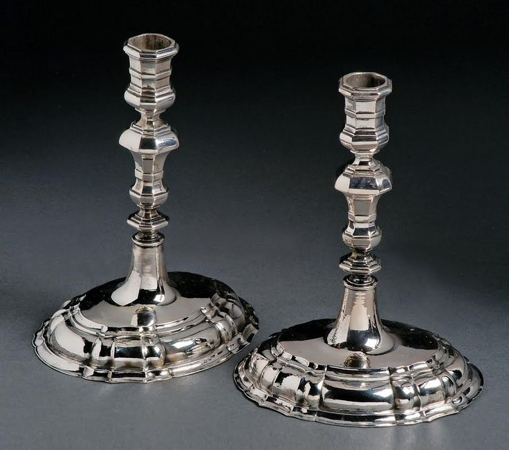 A pair of Breslau 18th century silver candlesticks. Marks of George Kahlert the younger (1732-1772). H. 19.5cm. Start price: 3,900 Euro.