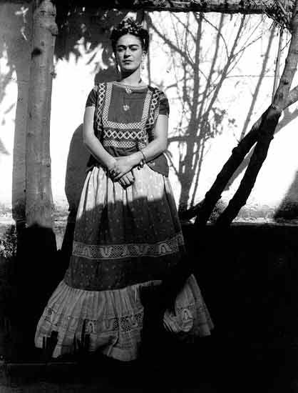 """""""Aquí se queda tu compañera, alegre y fuerte cual debe ser; espero pronto ya tu regreso para ayudarte, amarte siempre en son de paz"""".  Frida Kahlo"""