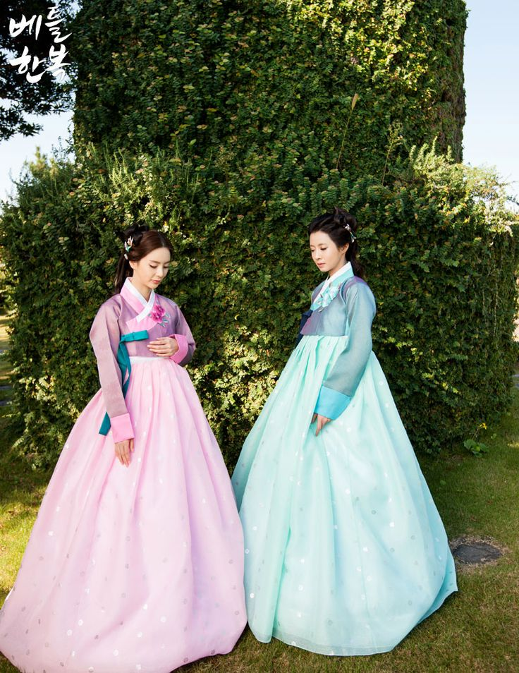 Korean traditional clothes. #hanbok  #color #jeju #girl 전통의 색을 가장 잘 살린 한복입니다.