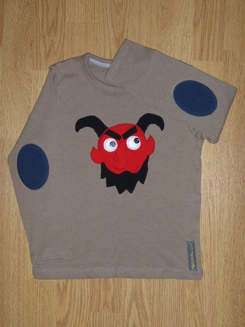 Camiseta dimoni, demonio. Personalizada a mano con tela, fieltro y botones.