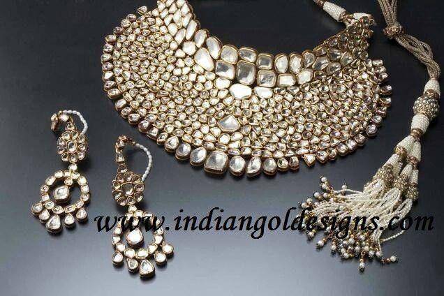 Beautiful kundan jewellery wow....