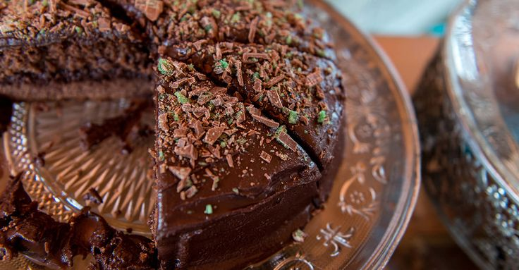 Chocolate Peppermint Crisp Sponge Cake / Kate Martins (p)