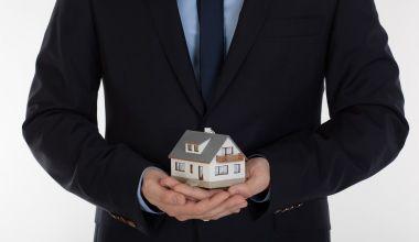 AssCompact – Nachrichten – Deutschland wird zum Land der Immobilien-Erben Laut einer Studie der Quirin Privatbank und des Marktforschungsinstituts YouGov werden Erbschaften in Deutschla…