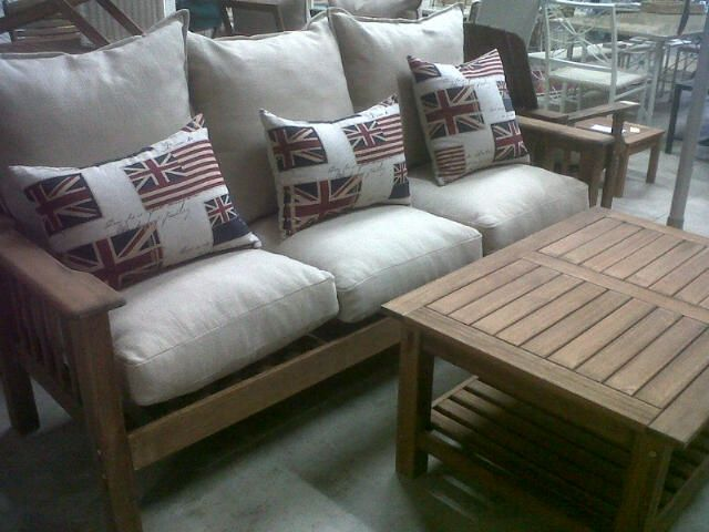 Lovely Triple Morris available in Saligna, cushions available in various colours.
