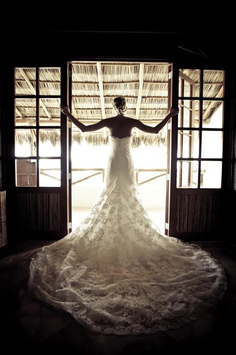 doorways: Photos Ideas, Wedding Dresses, Photography Style, Barns Doors, The Dresses, Long Training, Lace Dresses, Photography Ideas, Photography Inspiration