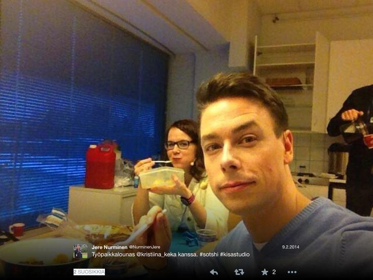 Jere Nurminen ja Kristiina Kekäläinen evästauolla kisastudion lomassa. #sotshi #ylemme