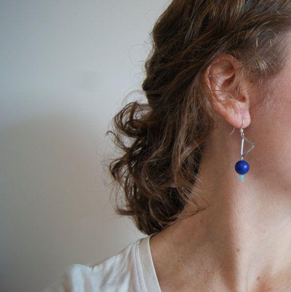 """❖ Boucles d'oreilles originales et contemporaines pour femmes indépendantes et dynamiques qui aiment allier modernité et élégance. Très facile à assortir, elles seront votre valeur ajoutée !  ❖ Conçu en série limitée en atelier à Saint-Nazaire (44).  ❖ Collection """"Les Scintillantes""""."""