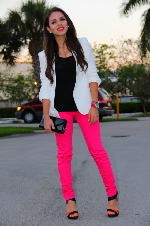 neon pink skinny jeans and white blazer.  love this look!