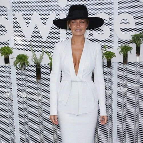 lara bingle LOVE this outfit and the wide fedora!