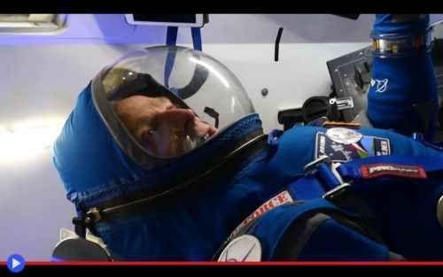 Boeing inaugura la nuova generazione delle tute spaziali C'è una foto particolarmente impressionante dei membri dell'equipaggio dello Shuttle Challenger, deceduti nel fatale secondo in cui la loro nave spaziale si disintegrò durante il decollo il 28 gennai #spazio #tecnologia #astronavi #tute