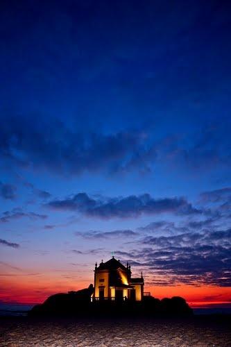 CAPELA DO S.OR DA PEDRA AO ENTARDECER. #Portugal #Twilight #Church