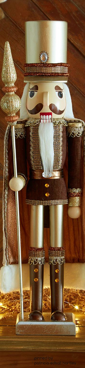 christmas.quenalbertini: Wooden Christmas Nutcracker