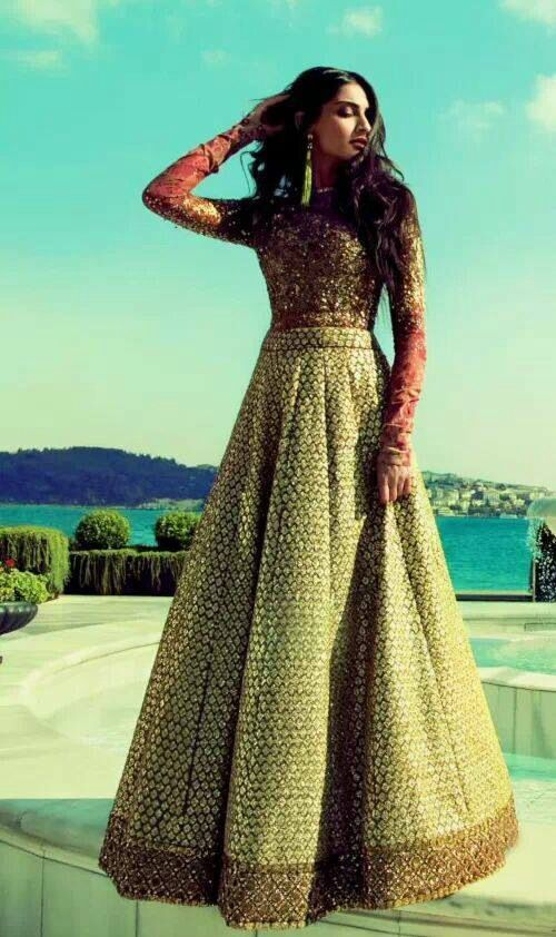 Sonam Kapoor in #Sabyasachi for Elle India's October issue.