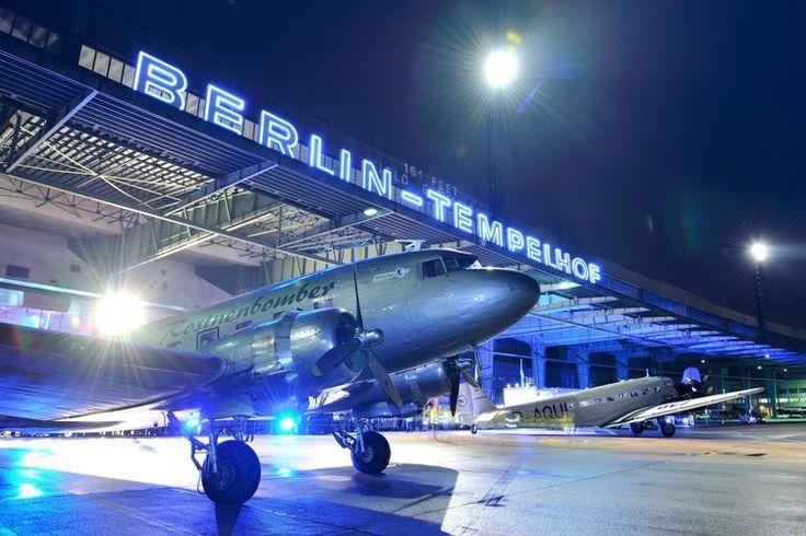 #Rosinenbomber bei der Schießung des Flughafen #Tempelhof #Berlin #THF © Flughafen Berlin Brandenburg GmbH / Archiv