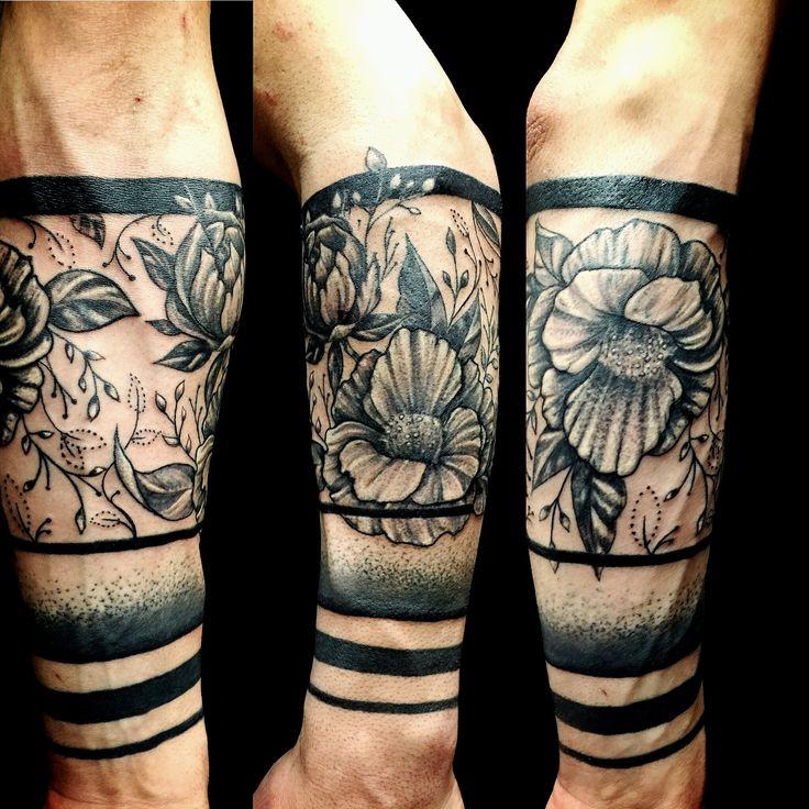 #tattooando #robertoastore #flowertattoo #polinesiantattoo #atmtattoo #freeandtattoo #collegno #tattoo #inktattoo
