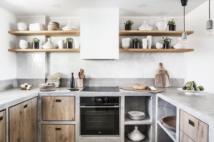 Built-in kitchen with micro cement and wood. What a combination! Photography by Riitta Sourander.