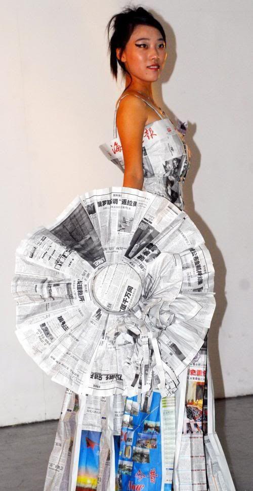 robe et chapeau papier journal