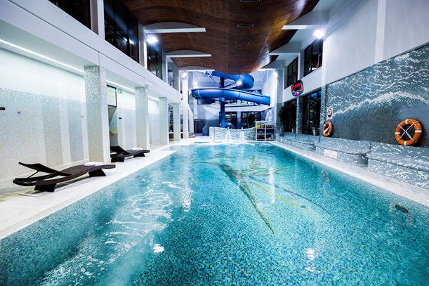 Pływanie poprawia kondycję, kształtuje mięśnie całego ciała, a nawet redukuje stres. Skorzystaj z naszego basenu i poczuj się jak ryba w wodzie! #hoteklimek #basen #rekreacja #plywanie
