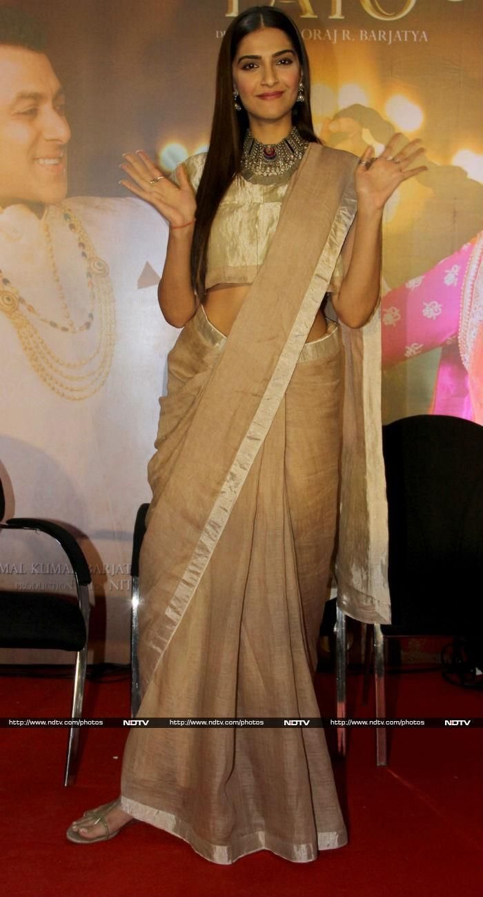 Sonam looked gorgeous in an Anavila sari accessorised with a silver choker.