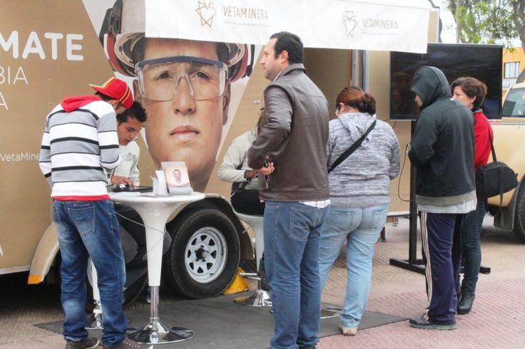 Ruta Veta Minera se instala en Plaza Victoria para inscribir a quienes desean una capacitación gratuita en Minería  http://www.revistatecnicosmineros.com/noticias/ruta-veta-minera-se-instala-en-plaza-victoria-para-inscribir-quienes-desean-una
