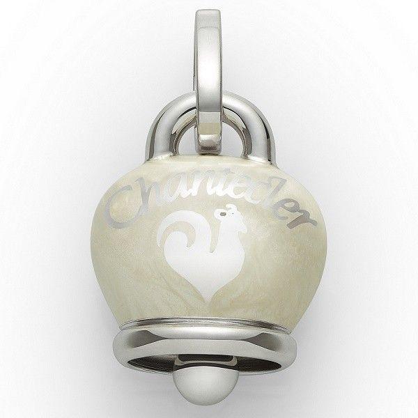Ciondolo Chantecler Capri a forma di campanella, in argento laccato bianco. Un charm elegante perfetto per tutti i giorni! #gioielli #jewels  #chantecler #chanteclerjewelry #chanteclercapri #charm #charms #ciondoli #campana #campanella #campanelle #bianco #White #bell #bells