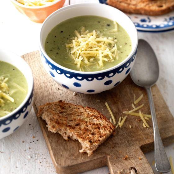 Romige broccolisoep met oude kaas - Broccolisoep om heel je hart aan te verpanden. #soep #Amsterdams #JumboSupermarkten