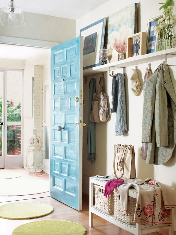 entrada con perchero  or entry with coat rack.  Looks very low profile, could easily fit behind door.