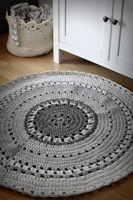 Crochet rug - no pattern, but nice colors and several other rugs at this site