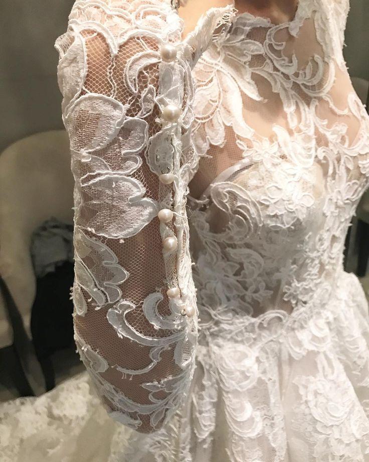 The time you realise your friend is getting married real soon.. ���� #lace #dress #weddingdress #weddinggown #moniquelhuillier #uppermanhattan #manhattan #newyork #usa #모니크륄리에 #맨하탄 #뉴욕 #미국 #여행스타그램 #이뇨키 #이뇩희 #yunheetravels http://gelinshop.com/ipost/1524449695136276522/?code=BUn7uu8jOAq