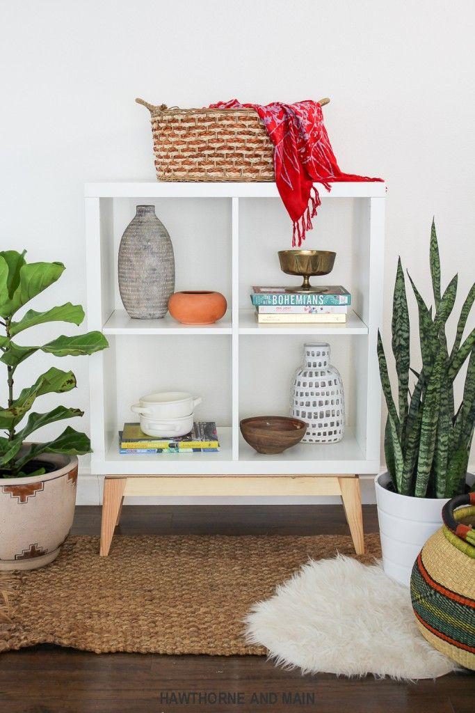 Kleines Kallax Regal mit Holzfüßen - ein cooler Retro Look für wenig Geld