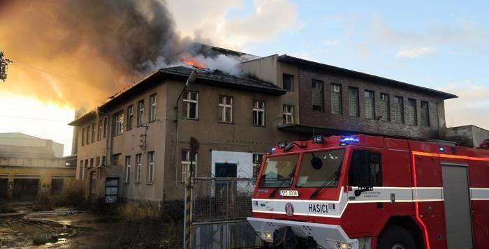 Požár je snad jedno z nejhorších co nás může v životě potkat. Čelit tomuto nebezpečí je na každém z nás. Požáry nás každoročně připraví nejen o značné finanční hodnoty, ale bohužel i o naše zdraví a mnohdy i o životy blízkých. Zde naleznete reportáže a informace o požárech nejen v Plzni a okolí, ale i o požárech v Plzeňském kraji. Buďme opatrní a zabraňme vzniku požárů. Poučme se z těchto reportáží o požárech.