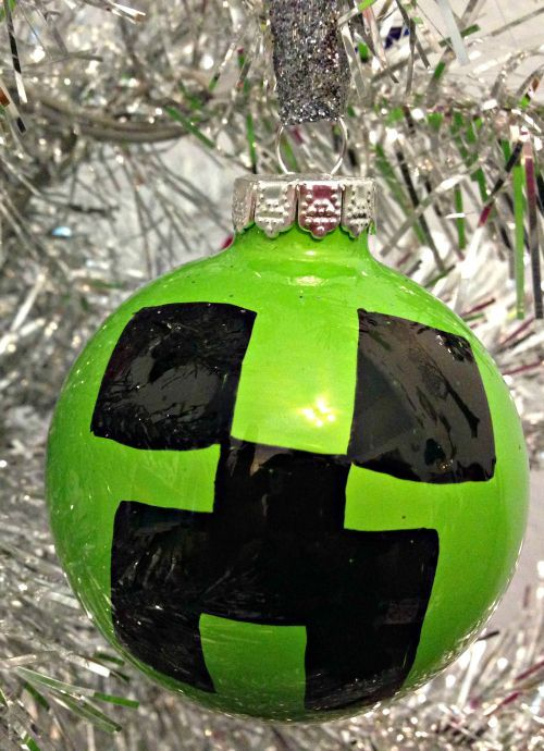 Watch a step-by-step tutorial teaching you how to make a Minecraft Creeper Christmas Ornament.