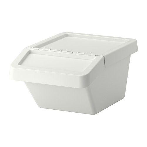 SORTERA Caixote c/tampa IKEA Como a tampa é dobrável, consegue aceder facilmente ao conteúdo do caixote, mesmo que esteja empilhado.
